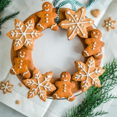 All I Want For Christmas, Geisha, Gingerbread Cookies, Frozen, Baking, Desserts, Food, Bebe, Gingerbread Cupcakes