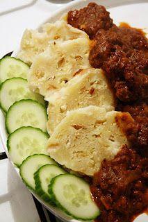 Czech Goulash (Guláš)---- 1 lb (500 g) beef, stew meat  - 1 big onion - 2 Tb sweet paprika - 3 garlic - 1 c tomato paste - 1 1/2 c beef broth - 2 tsp karwij zaad - 1 tsp marjoram - pinch cinnamon - **** Over-yam yam! Alles volgens recept gedaan. ong. 300 g meer vlees, NIET ZOUTEN!!!. Karwijzaad in een zeefje meegekookt. 1 kleine blikje tomatenpasta, boillon uit pot. Geen kaneel bijgedaan. SUPERRR!! Met een glaasje witbier ****