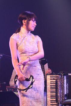 ナタリー - 椎名林檎「逆輸入」レコ発で16周年感謝、宇多田カバーも