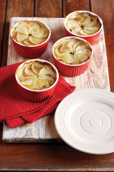 These little pies look so tasty! Perfect for Christmas time! South African Dishes, South African Recipes, Beef Pies, Mince Pies, Dinner Recipes, Dessert Recipes, Dinner Ideas, Desserts, Christmas Lunch