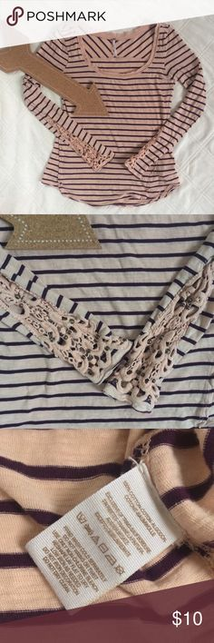 🆕FREE PEOPLE STRIPED LONG SLEEVE LACE SHIRT SZ S This is a great cozy striped long sleeve shirt with lace and brass embellished sleeves. GUC due to a few of the brass beads have fallen off and a small pinhole at the left side seam. Totally unnoticeable! Lots of life left! Free People Tops Tees - Long Sleeve