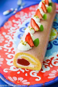 Rulada cu jeleu de rubarba si menta - Lucky Cake Strawberry roll cake Lucky Cake, Strawberry Roll Cake, Cakes, Food, Recipes, Cake Makers, Mudpie, Hoods, Meals