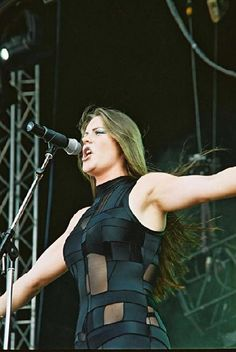 Before Nightwish: Floor Jansen performing with After Forever
