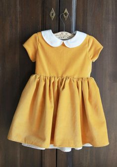 Vintage Baby Clothes - People began to embrace and look for clothing items in the past to mix in their eclectic wardrobes Fashion Kids, Little Girl Fashion, Little Girl Dresses, Baby Dresses, Peasant Dresses, Dress Girl, Dresses Dresses, Outfits Niños, Baby Outfits