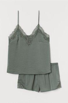 Sleepwear Women, Pajamas Women, Loungewear, Pyjama Satin, Satin Pajamas, Satin Vert, Short Court, Pajama Outfits, Dream Closets