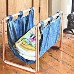 ideiasdiferentes: Revisteiro com canos e tecido. Pode ser de cobre ou de PVC pintado, assim como o tecido pode ser em jeans, lona. Mais ideias no www.ideiasdiferentes.com.br