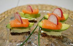 Smushit haastavat smörrebrödit tanskalaisten nimikkoleipänä. Molempien tekemisessä voi käyttää runsaasti mielikuvitusta. Herkulliset suupalat, jotka sopivat hyvin coctailpalaksi tai kahvipöydän pieneksi suolaiseksi.