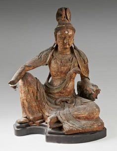 """1 750 000 € Grande statue de #bouddha en #bois à traces de polychromie. Représenté assis en rajalilasana, position dite """"de délassement royal"""", la main droite posée sur son genou droit, la main gauche posée sur un socle en forme de lotus. #Chine, époque Song (960-1279). Dim. : 100 cm Provenance: ancienne collection Wannieck. OVV Caudron, vente le 19 mars 2014"""