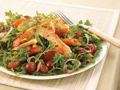 Quelle est la recette de la salade au poulet, pistaches et carottes  à moins de 400 calories ?