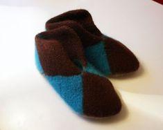Ravelry: Tovede tøfler av lapper pattern by Annie Eikenes Mittens, Annie, Ravelry, Diy And Crafts, Knit Crochet, Socks, Knitting, Pattern, Crochet Ideas