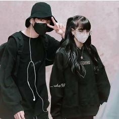 Bts Meme Faces, Kpop Couples, Jungkook Aesthetic, Jungkook Cute, Ulzzang Korea, Blackpink Photos, Blackpink And Bts, Ulzzang Couple, Blackpink Lisa