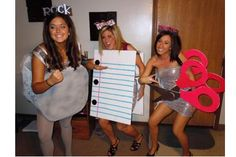 DIY Rock Paper Scissors Costume DIY Halloween DIY Costumes - cute costumes for a group of friends Halloween Costumes You Can Make, Fröhliches Halloween, Homemade Halloween Costumes, Cute Costumes, Holidays Halloween, Group Costumes, Friend Costumes, Women Halloween, Halloween Clothes