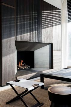 Top 70 Best Modern Fireplace Design Ideas Luxury Interiors Home contemporary fireplace ideas Diy Interior, Luxury Interior, Kitchen Interior, Decor Interior Design, Contemporary Apartment, Contemporary Interior Design, Modern House Design, Contemporary Stairs, Contemporary Furniture