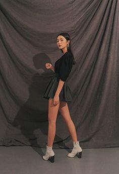 Korean Fashion Trends, Korean Street Fashion, Fashion Poses, Teen Fashion Outfits, Sacs Louis Vuiton, Teen Girl Photography, Ulzzang Fashion, Jennie Blackpink, Korean Outfits