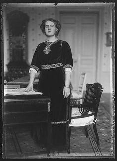 Principesa Elisabeta a României, 1 ianuarie 1920. A fost singura din familie pe care Carol a considerat-o de încredere şi devotată lui.
