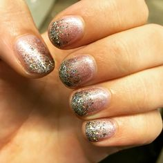 Christmas nails #nailart #christmasnails #glitter @elviradekoning