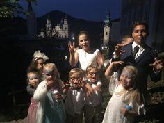 Cleverly Kinderbetreuung in der der Salzburger Altstadt - Geistersuche in der Nacht als Highlight Concert, Kids At Wedding, Child Care, Old Town, Ghosts, Dance, Getting Married, Night, Concerts