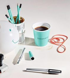 Boa notícia para as aficcionadas por décor: a @tiffanyandco acaba de lançar a linha Everyday com 1.292 peças utilitárias e decorativas para o dia a dia. Entre copos e itens para home office a maioria tem detalhes com aquela cor azul que é marca registrada da marca. Que tal? via ELLE BRASIL MAGAZINE OFFICIAL INSTAGRAM - Fashion Campaigns  Haute Couture  Advertising  Editorial Photography  Magazine Cover Designs  Supermodels  Runway Models