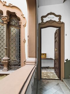 The ornate façade of this Art Nouveau building in Barcelona carries over into the entrance. The floral pattern of the original tile floor begins in the entrance hall and continues throughout the apartment.