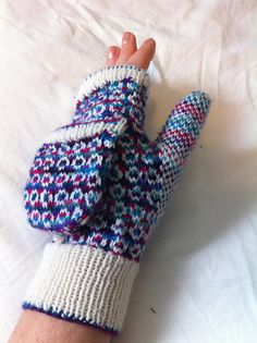 Ravelry: Snooks - fingerless mitts or fliptop mitts pattern by Suzanne Stallard