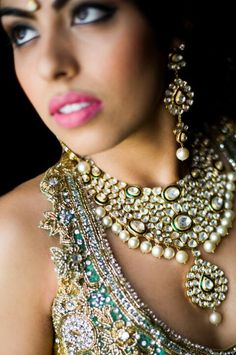 The jewels are stunning...www.tamarajevents.com Boobs, Jewelry Accessories, Gems, Design Inspiration, Events, Jewels, Diamond, Beauty, Style