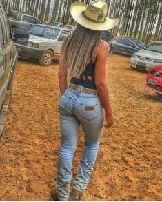 Sexy Cowgirl Outfits, Rodeo Outfits, Country Girls Outfits, Cute Outfits, Cute Country Girl, Country Women, Sexy Jeans, Vaquera Sexy, Rodeo Girls