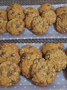 Cookies με βρώμη και σοκολάτα !!!! ~ ΜΑΓΕΙΡΙΚΗ ΚΑΙ ΣΥΝΤΑΓΕΣ 2 Sweet Cookies, Biscuit Cookies, Cake Cookies, Greek Sweets, Cake Bars, Diy Cake, Healthy Sweets, Healthy Recipes, Dessert Recipes