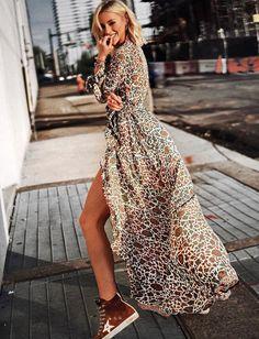 Printed maxi dress and trainers Estilo Fashion, Fashion Mode, Boho Fashion, Fashion Looks, Fashion Outfits, Womens Fashion, Fashion Trends, Street Looks, Street Style