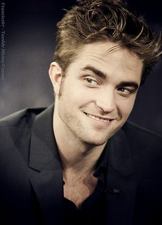 "Love! Robert Pattinson He always looks like he's up to ""something"" ;-)"
