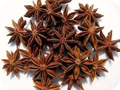 Whole star anise features an easily-recognizable star shape and pungent flavor. Whole star anise also plays a key role in the slow-cooked dishes that characterize eastern Chinese cuisine. Aromatic Herbs, Healing Herbs, Medicinal Herbs, Herbal Plants, Natural Home Remedies, Herbal Remedies, Health Remedies, Holistic Remedies, How To Treat Flu