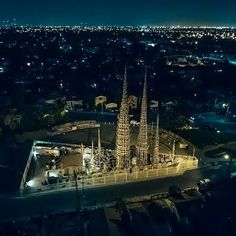 "See 373 photos and 46 tips from 2192 visitors to Watts Towers of Simon Rodia State Historic Park. ""A Los Angeles icon. Famous Buildings, Famous Landmarks, California Travel, Southern California, Watts Los Angeles, Watts Towers, San Gabriel Mountains, Los Angeles Hollywood, Roadside Attractions"