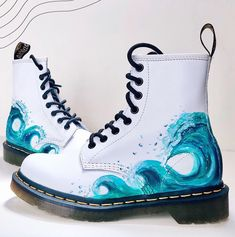 This is the first side to the White Wave / Octopus & Island Doc Marten design hand painted by artist 🦋 Angelus Direct Leather paint & deglazer - Handle with care ♡ White Doc Martens, Doc Martens Outfit, Diy Kleidung, Doc Martins, White Boots, Shoe Art, Painted Shoes, Character Outfits, Mode Outfits