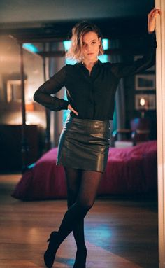 More leggy lovely ladies squeezed into thigh-skimming and mostly tight-fitting leather mini-skirts: . Tight Leather Pants, Leather Mini Skirts, Black Pantyhose, Black Tights, Katie Melua, Girls In Mini Skirts, Black Stockings, Leather Fashion, Leather Outfits