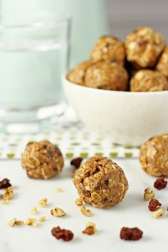 Recipe for no-bake oatmeal raisin energy bites. Healthy bites filled with oats, raisins, cinnamon and walnuts. And they taste like an oatmeal raisin cookie!