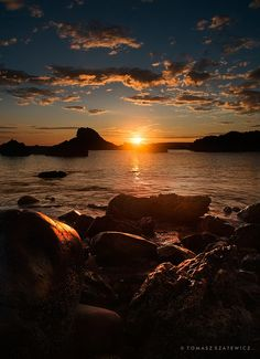 Sunrise at Cullen Bay by Tomasz Szatewicz | Morayshire, Scotland