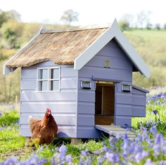 The Chalet - Farrow & Ball Cute little hen house! Going to be keeping Chickens, this type of coop would be amazing Deze kleur gaat het worden ☺ ! Chicken Coop Pallets, Chicken Coop Decor, Chicken Garden, Backyard Chicken Coops, Building A Chicken Coop, Chickens Backyard, Chicken Tractors, Cute Chickens, Keeping Chickens