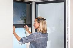Shading systems for retrofitting without any drilling. for more information read our Internorm-Blog. #shading #window Montage, Drill, Life Hacks, Shades, Windows, Selfie, Mirror, Design, Floors