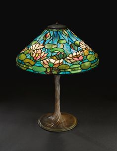 1905 Tiffany Water Lily Lamp with Twisted Bronze Base Tiffany Stained Glass, Stained Glass Lamps, Tiffany Glass, Leaded Glass, Tiffany Kunst, Tiffany Art, Louis Comfort Tiffany, Tiffany Chandelier, Chandelier Lighting