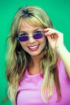 Tiny Sunglasses Are Taking Over in 2018 Vintage Buy Online Shop Style Trend Kate Moss Gigi Hadid Bella Hadid Rihanna Selena Gomez Britney Spears Kate Moss Cindy Crawford Vintage Inspired 2000s Trends, 2000s Fashion Trends, Early 2000s Fashion, Fashion Tips, Trends 2018, Cheap Fashion, Fashion Brands, Fashion Women, Fashion Websites