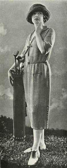 A stylish 1921 Bonwit Teller golf outfit.