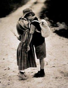 Young love can still be real love Precious Children, Beautiful Children, Old Photos, Vintage Photos, Couple Fotos, Cute Kids, Cute Babies, Foto Top, Young Love