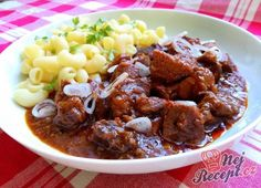 Goulash out of the oven Czech Recipes, Russian Recipes, Ethnic Recipes, Pork Recipes, Pasta Recipes, Cooking Recipes, Oven Top, What To Cook, Slow Cooker