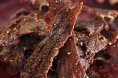 9 High Protein Snacks for Energy and Wellness Super simple Homemade Beef Jerky - sugar free with 4 ingredients in the oven Deer Jerky Recipe, Venison Jerky Recipe, Homemade Beef Jerky, Venison Recipes, Beef Jerky Marinade, Roast Brisket, Beef Tenderloin, Meals, Planks