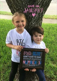 Pregnancy announcement for third child