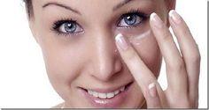 Desodorante natural - Se quiser evitar os parabenos e alumínio encontrados em muitos desodorantes e antitranspirantes industriais, fabrique o seu próprio desodorante: misture uma pitada de bicarbonato de sódio com água e com esta pasta obterá um desodorante natural, simples e muito eficaz. Exterminador de caspa - Dissolva três colheres de bicarbonato de sódio na porção de xampu que vai utilizar para lavar o cabelo. Em seguida, lave o cabelo de forma normal e enxágue. Deve lavar sempre…