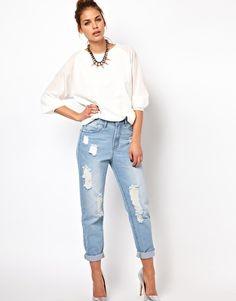 A fresh take to the boyfriend jeans!