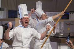 Chef-ul care a uimit lumea intreaga la Bocuse d'Or Europa 2016 Tamás Széll, in vârstă de 34 de ani este Cheful bucatar care a câștigat trofeul european Bocuse d'Or 2016, cel mai prestigios premiu din Europa. Miercuri, la Budapesta, performante live in fata a sute de susținători entuziaști, Tamás Széll a depășit pe ceilalti 19 […]