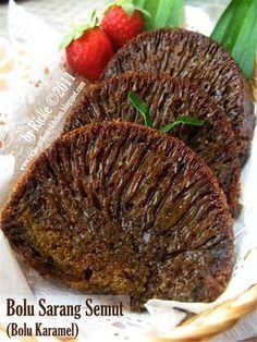 Bolu karamel atau sarang semut ini adalah salah satu kue khas Indonesia. Klo sebutan orang Betawi bolu sarang semut, karena bolunya berongg...
