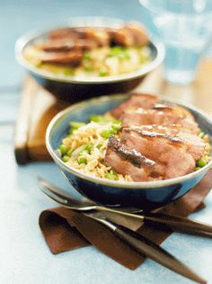 A quick Chinese-style duck and egg fried rice recipe that& surprisingly low in calories. Duck Recipes, Asian Recipes, Ethnic Recipes, Chinese Recipes, Chinese Duck Recipe, Chinese Egg, Chinese Food, Low Calorie Recipes, Healthy Recipes