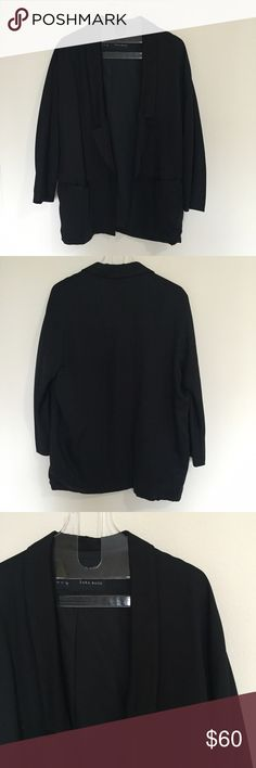 [Zara] women's oversized 3/4 sleeve blazer S [Zara•Basic] women's oversized 3/4 sleeve blazer jacket S •🆕listing •great pre-owned condition, just dry cleaned •black jacket •2 front pockets, 3/4 sleeved, oversized slouchy style •material tag removed, soft and comfortable •offers and bundles welcomed using the features• Zara Jackets & Coats Blazers